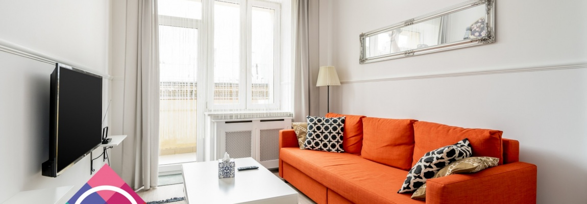 Bright and renovated 2 bedroom apartment in City Center