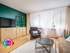 Newly renovated 2 bedroom apartment, next to MUL.