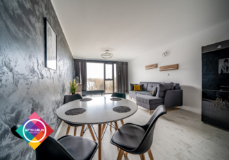 Unia Art Residence – studio apartment for rent, building with a swimming pool and gym.